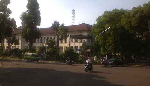 SMA 3 Bandung - far