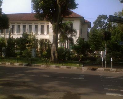 SMA 3 Bandung - side